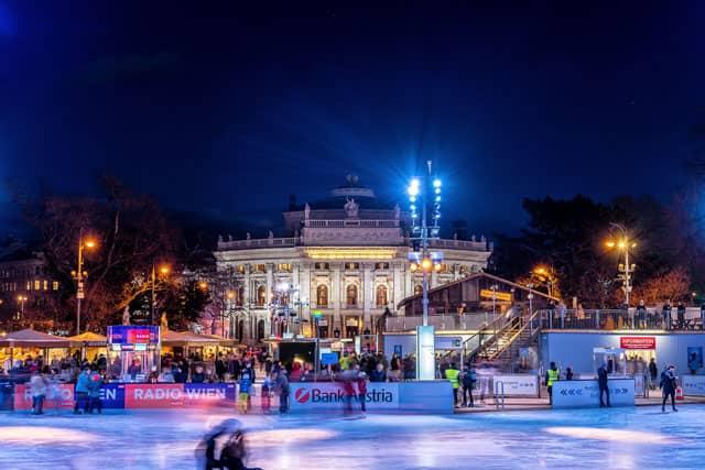 wien-rathausplatz-burgtheater