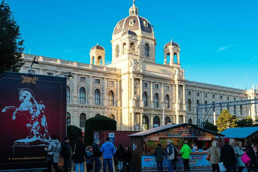 weihnachtsmarkt-maria-theresienplatz