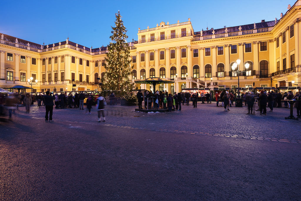 Kultur-und-Weihnachtsmarkt-Schloss-Schoenbrunn
