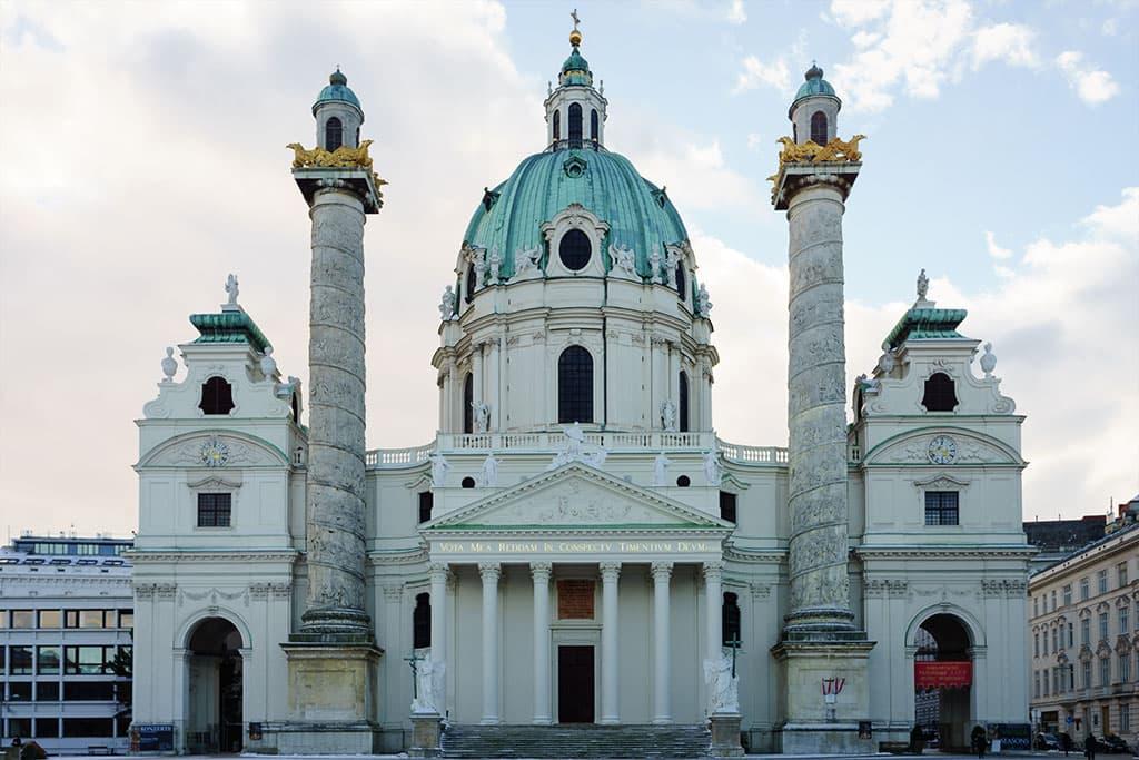 wien-sehenswuerdigkeiten-top-10-kirchen-karlskirche-1